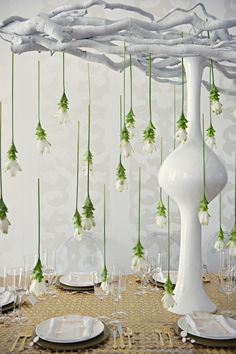 love this idea for modern table decor.