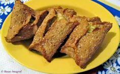 Esfiha de ricota e queijo http://bazarintegral.blogspot.com.br/2011/07/esfiha-de-ricota-e-queijo.html