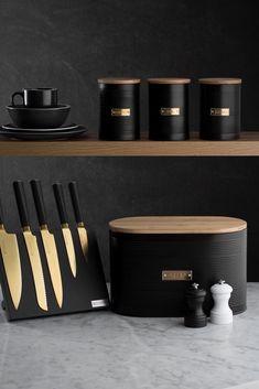 Kitchen Items, Home Decor Kitchen, Kitchen Utensils, Kitchen Gadgets, Kitchen Interior, Home Interior Design, Interior Decorating, Kitchen Worktop, Black Kitchens