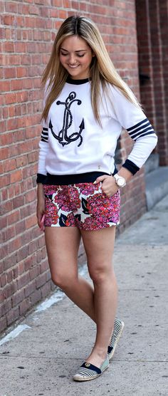 printed shorts anchor sweatshirt  #printedshorts #outfit #newyork #american #summer #fashiondesigner #designer #street #streetoutfit #summeroutfits #outfit #outfitmagazine #outfitmag #fashion #style #streetfashion #outfitideas #dailyoutfitideas #ootd #outfitoftheday #beauty #fashionblogger #blogger