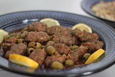 Bonjour à tous, Je vous présente aujourdhui une délicieuse recette de l'Algérie de l'est qui me vient de kaouther . Contrairement à son nom (hout signifiant poisson), le tajine el hout ne contient pas de poisson mais tire son nom des épices qu'on utilise...