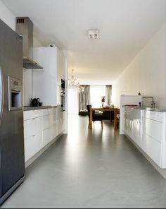 Gietvloer in keuken van appartement. Gietvloer in keuken van appartement