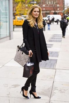 black pumps with all black outfit