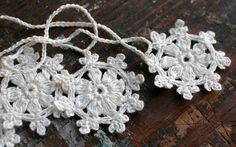 Crochet Garland Small Doily Bunting Snowflake garland por namolio
