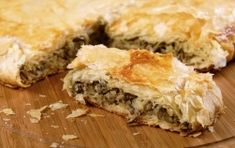Placinta cu ficat Spanakopita, Ketchup, Food And Drink, Meat, Baking, Ethnic Recipes, Alsace Lorraine, Quiches, Salts