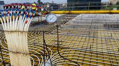 Hoy hemos estado probando, según método A de la norma UNE-ENV 12108:2002, la instalación de tuberías para un sistema de calefacción mediante suelo radiante en un edificio de Gijón,... os dejamos una imagen de la distribución de tuberías.