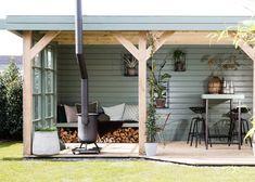 WEER VERLIEFD OP JE TUIN • stylist Leonie Mooren liet de tuinwensen van Jessica en Maarten in vervulling gaan. Met genoeg plek om te…