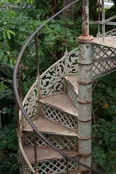escalier colimacon en fonte style industriel interiors pinterest paris et photos. Black Bedroom Furniture Sets. Home Design Ideas