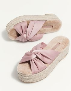 Shoes for required t-shirt round of sorority recruitment Trendy Shoes, Cute Shoes, Shoe Boots, Shoes Sandals, Wedge Sandals, Casual Sneakers, Shoes Sneakers, Alegria Shoes, Dream Shoes