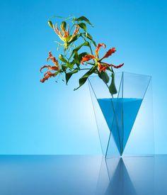 De Delta vaas - glass vase by Mart van Schijndel
