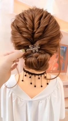 10 Most Trendy Step By Step Hairstyle Tutorials Part 4 Little Girl Hairstyles hairstyle Part Step Trendy tutorials Hair Up Styles, Medium Hair Styles, Bun Hairstyles For Long Hair, Hairstyles Videos, School Hairstyles, Easy Diy Hairstyles, Short Hair Bridesmaid Hairstyles, Easy Wedding Hairstyles, Party Hairstyles