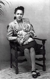 Jimi HENDRIX on his mommy's lap -- early 1940s
