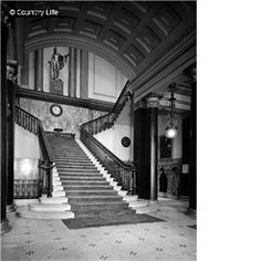Athenaeum Club The entrance hall and staircase at Athenaeum Club - London, England Gentlemans Club, London Clubs, Life Pictures, Entrance Hall, Stairways, Country Life, My Dream Home, London England, Entryway