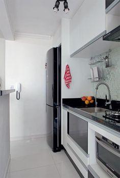 Geladeira preta: vale tudo para deixá-la à mostra na cozinha - Casa