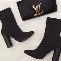 Trendy ankle boots in black – Just Trendy Girls: www. Source by justtrendygirls boots Ankle Boots, Heeled Boots, Shoe Boots, Shoes Heels, Women's Boots, Trendy Shoes, Cute Shoes, Me Too Shoes, Louis Vuitton Shoes