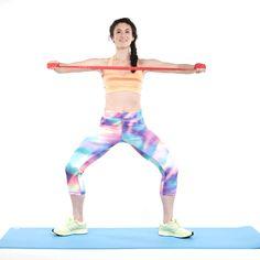 7 esercizi per le spalle con l'elastico che ti aiuteranno a essere super sexy -cosmopolitan.it