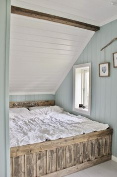 Mias Interiør / New Room Interior / Interiørkonsulent Maria Rasmussen Blue Yellow Bedrooms, Slanted Ceiling Bedroom, Wood Paneling Makeover, Attic Bedrooms, Swedish House, Cabin Design, Tiny House Living, Beautiful Bedrooms, Small Rooms