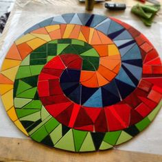 (Spiral finished, ready to be placed on the terrace) Mosaic Stepping Stones, Pebble Mosaic, Mosaic Glass, Mosaic Tiles, Mosaic Artwork, Mosaic Wall Art, Mosaic Crafts, Mosaic Projects, Mosaic Designs