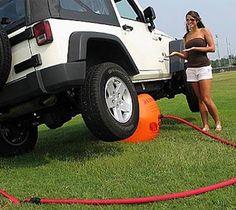 + Criatividade :   Uma nova forma de levantar o seu carro.