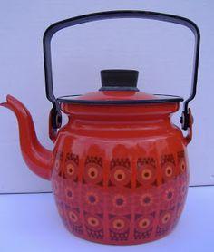 Ruby's Rooms: Finel Arabia Finland enamel kettle Vintage Dishes, Vintage Kitchen, Ruby Room, Kitchenware, Tableware, Vintage Enamelware, Cuppa Tea, Moroccan Design, Cozy Place