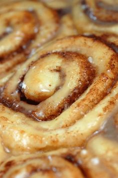 Sugar & Spice by Celeste: Absolutely Sinful Cinnamon Rolls {awesome. did a plain icing and was still delicious. froze most to pull out for random sweet treats} Just Desserts, Delicious Desserts, Dessert Recipes, Yummy Food, Pioneer Woman Cinnamon Rolls, Snacks Für Party, Sugar And Spice, Love Food, Yummy Treats