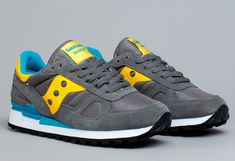 Fusing the Shadow 5000 with the Jazz Original makes the Shadow Original. The latest release of the sneaker is drawn in shades of grey, blue and yellow in a Saucony Shadow, Men's Shoes, Shoes Sneakers, Sneaker Games, Saucony Shoes, Retro Sneakers, Hip Hop, How To Make Shoes, Grey Yellow