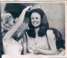 pamela eldred | Pamela Eldred crowns Phyllis George