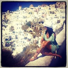 People always ask me how I come up with some of my ideas for homes restaurants and commercial spaces. Most of my innovative ideas come from my #travels. Some of my favorite places I've had the privilege to travel to #Italy #Paris #Malta #turkey #Spain #Greece #Mexico #stmartin #stlucia #turksandcaicos #france to name a few. I come back with so many ideas. This photo is in Santorini Greece! Most incredible view #ever #Greece  what countries inspire? #designertakeover #tradhometakeover with…