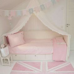 babyzimmer Ikea Hemnes Daybed Can Necklaces Mean a Pain in the Neck? Girls Daybed, Girls Bedroom, Bedroom Decor, Room Girls, Childrens Bedroom, Trendy Bedroom, Bedroom Sets, Bedroom Furniture, Ikea Hemnes Daybed