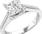An elegant Princess Cut diamond ring with shoulder stones in 18ct white gold