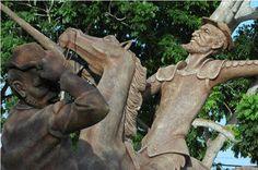 Las esculturas del Parque del Quijote en Holguín rebasan los 4 metros de altura fundado en 2006