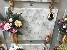 """Indignazione mista a stupore sono le sensazioni avvertite questa mattina dai responsabili della Confraternita del SS. Rosario ove in una delle tombe site nel cimitero comunale di Grottaglie sono stati sottratti degli arredi funerari. """"Sono state divelte le lettere posizionate sulle lapidi... Sacrilegio al Cimitero di Grottaglie, sottratti arredi funerari - #Cronaca, #PrimoPiano - #Cimitero, #FurtoAlCimitero - http://www.grottaglieinrete.it/it/sacrilegio-al-cimitero-grot"""