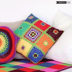 Catalogue hors série n° 3 Home / Maison / Hogar de Lanas Stop. Découvrez de nombreux modèles tricot et crochet pour votre décoration d'intérieur: plaids, coussins, poufs, cache-pot, etc. #tricot #crochet #laine #plaid #coussin #pouf #cachepot #faitmain #diy #handmade #wool #knit #knitting #hook #cushion #ottoman