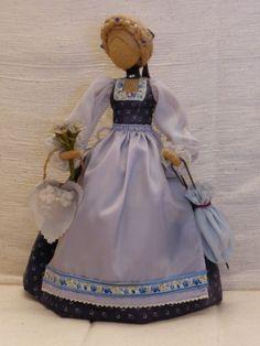 Handgefertigte Trachtenpuppe (im Blauton) in Antiquitäten & Kunst, Volkskunst, Volkskunst | eBay
