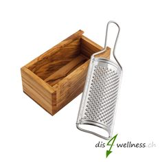 Olivenholz Käsereibe Parmesanreibe, gross - Dis4Wellness.ch  #olivenholz #naturprodukt Home Decor, All Stainless Steel, Stainless Steel, Mortar And Pestle Sets, Palette Knife, Old Wood, Cleaning, Decoration Home, Room Decor