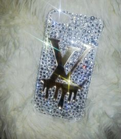 Sparkling with authentic Swarovski Crystals, pictures do NO JUSTICE. This beautiful elegant handmade masterpiece will go great with the all mighty  iPhone 5/5s!