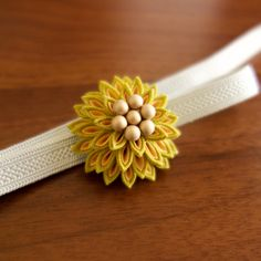 ひなたいろ 薫るつまみ細工の帯留「月咲花」和 帯留め