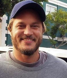 Travis Fimmel? Where? All i see is sex.