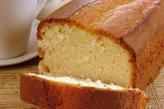 Na foto há uma bolo tipo Pullman de tonalidade amarela