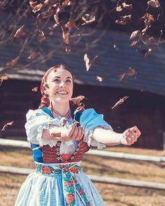 "373 To se mi líbí, 4 komentářů – PraveSlovenske.sk (@praveslovenske) na Instagramu: ""Alebo takáto parádička od @handmade_lussika ・・・ #praveslovenske 🇸🇰❤️🎻👍"" Dance, Costumes, Instagram Posts, Fictional Characters, Pictures, Dancing, Dress Up Clothes, Fancy Dress, Fantasy Characters"
