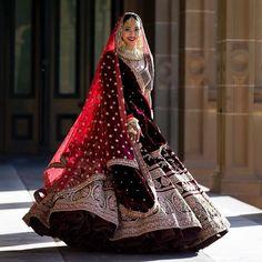 Unique Bridal Lehenga designs that is every Bride's pick in – Wedding Dresses Indian Bridal Outfits, Indian Bridal Fashion, Indian Bridal Wear, Bridal Dresses, Indian Wedding Lehenga, Bridal Lehenga Choli, Red Lehenga, Lehenga Wedding Bridal, Punjabi Wedding