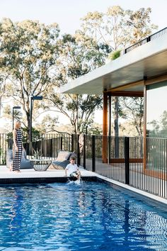 On a sloping bush block close to the city, a design-savvy Brisbane couple, with the help of architect Shaun Lockyer, have created a modern and flexible family home that will accommodate for their evolving needs for years to come. Small Backyard Pools, Swimming Pools Backyard, Pool Decks, Outdoor Pool, Backyard Landscaping, Outdoor Patios, Houses On Slopes, Pool Finishes, Pool Colors