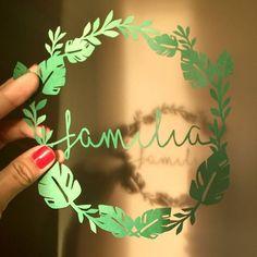 Testando a nova guirlanda!   .  .  .  .  .  #familia #family #costeladeadao #tropicalleaf #tropical #monstera #monsterart #monsteraleaf #leaf #folhas #guirlanda #silhouette #silhouettebrasil #silhouette_brazil #silhouette_creative #sunset #pordosol #magnoliacriacoes #estudiomagnolia #designerdaniela #amor #gratidao #feitocomamor #decorpraalegrar #decoracaocomafeto