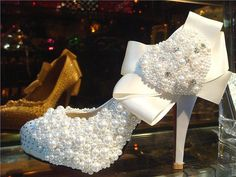Detailed Lace Wedding Shoes   Decorismo