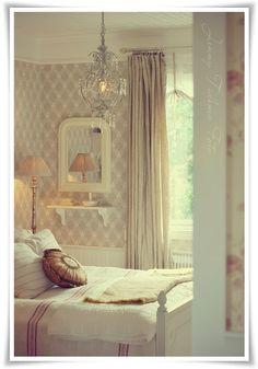 Madame Petite - Foto - Styling: Bondromantiskt fönster... sy en enkel rullgardin!