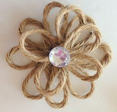 Rustic & Chic Jute Twine Flowers on Glass Ornaments Crafting, diy projects and decorating Twine Flowers, Diy Flowers, Fabric Flowers, Paper Flowers, Twine Crafts, Theme Noel, Jute Twine, Sisal, Mason Jar Diy