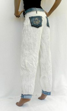 White & Denim – White crumpled pants with recycled jeans, Sarouel, eco-fashion, … - upcycling kleidung Sewing Clothes, Diy Clothes, Denim Fashion, Boho Fashion, Fashion Ideas, Fashion Quotes, Fashion Flats, White Fashion, Vintage Fashion