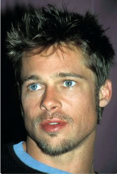 Brad Pitt: straight brown hair and blue eyes. before he started looking homeless Brad Pitt And Angelina Jolie, Jolie Pitt, Brad Pitt Mustache, Jennifer Aniston, Brad Pitt Images, After Earth, Soul Patch, Good Looking Men, Famous Faces
