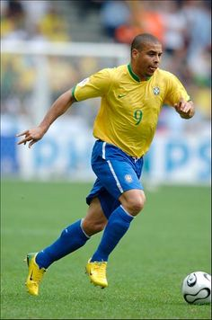 Ronaldo, who played in four Fifa World Cups (1994 - 1998 - 2002 - 2006) with Brazil #Crack
