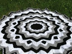 black white gray ripple by craftimom2000, via Flickr